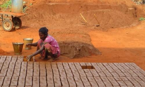 Zdjęcie INDIE / Kerala / gdzieś na trasie / wyrób cegieł