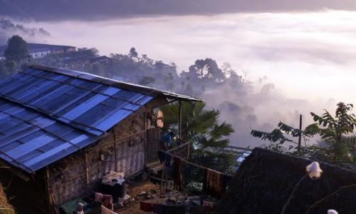 INDIE / Nagaland / Mon / poranne mgły