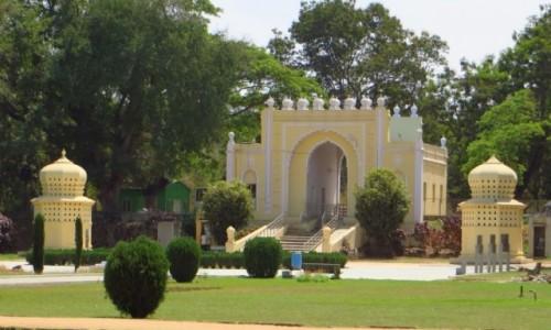 Zdjęcie INDIE / Karnataka / wyspa Śrirangapatnam na rzece Kaveri / pałac sułtana Tipu - brama
