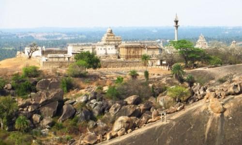 Zdjecie INDIE / Karnataka / Śrevanabelagola / panorama miasta
