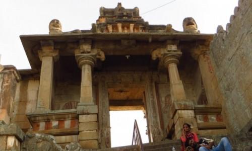 Zdjęcie INDIE / Karnataka / Śrevanabelagola / kolejna brama