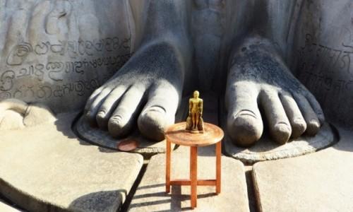 Zdjęcie INDIE / Karnataka / Śrevanabelagola / statua Lorda Bahubali - detal