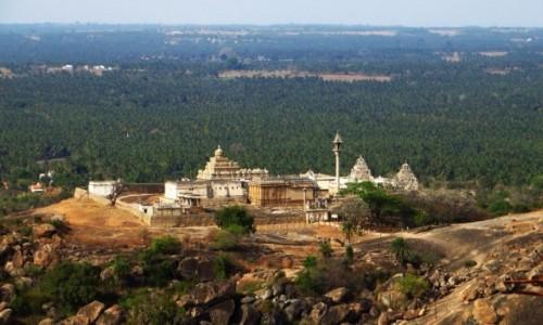 Zdjęcie INDIE / Karnataka / Śrevanabelagola / panorama miasta