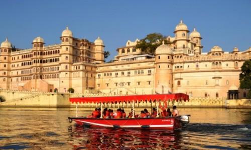 INDIE / Radzastan / Pichola lake / Architektura Udaipur
