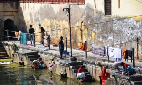 Zdjecie INDIE / Radzastan / City palace / Piorące kobiety w Udaipur