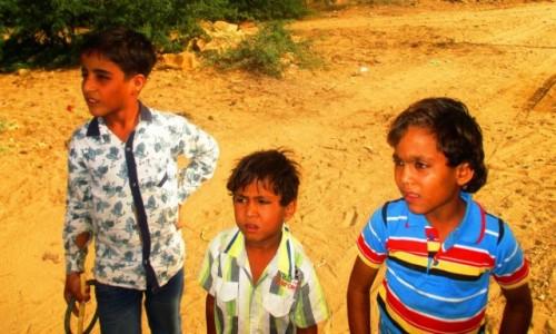Zdjecie INDIE / Radzastan / Jaisalmer / Dzieci na pusty