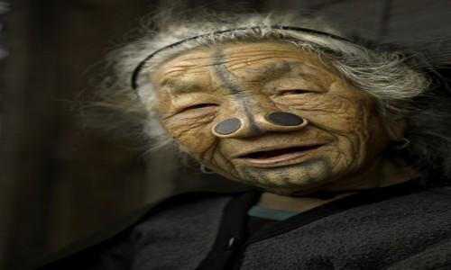 INDIE / Arunachal Pradesh / Dolina Ziro / Kobieta z plemienia Apatani.