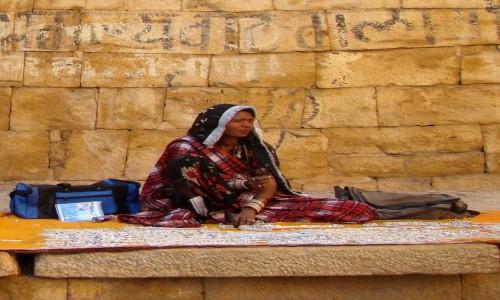 INDIE / Rad�astan / Jaisalmer / Handlarka bi�uteri�