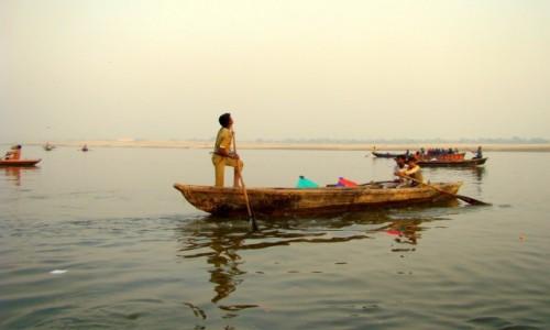 INDIE / Uttar Pradesh / Varanasi / Połów latawców