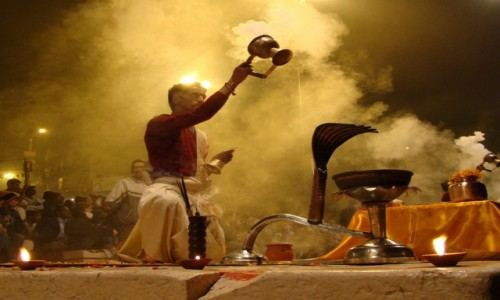 INDIE / Uttar Pradesh / Varanasi / Puja
