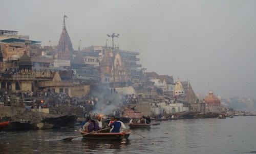INDIE / Uttar Pradesh / Varanasi / Ghaty kremacyjne