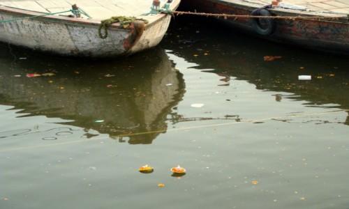 Zdjęcie INDIE / Uttar Pradesh / Varanasi / Woda w Gangesie