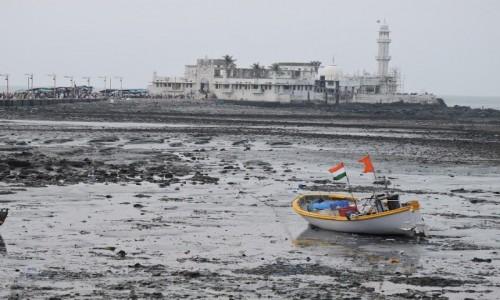 Zdjecie INDIE / Maharasztra / Mumbai / Meczet Haji Ali Dargah - odpływ