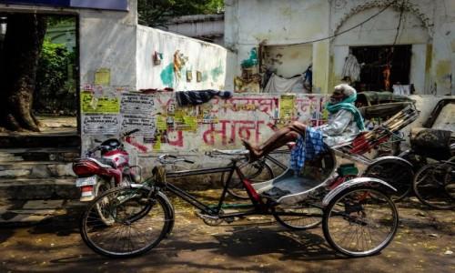Zdj�cie INDIE / Varanasi / Varanasi / Riksza driver