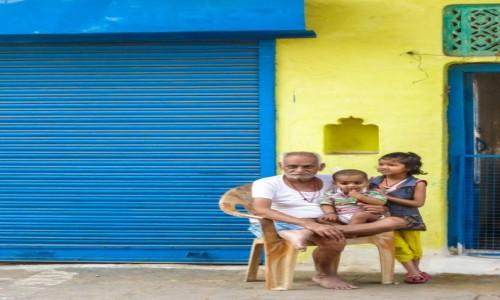 Zdj�cie INDIE / p�noc / orchha / rodzinne foto