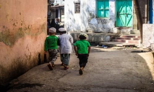 Zdj�cie INDIE / p�noc / Agra / trzej przyjaciele z boiska