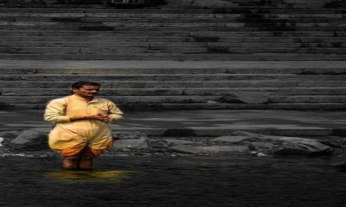Zdj�cie INDIE / Varanasi / brzeg Gangesu / nad brzegiem Gangesu