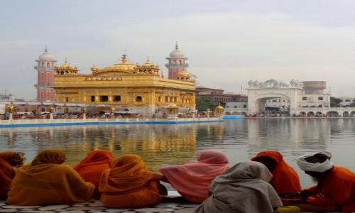INDIE / Amritsar / Z�ota �wi�tynia Sikh�w / Z�oto, kolorowo...