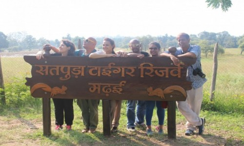 INDIE / Madhya Pradesh / Satpura / Wejście do Narodowego Parku Satpura
