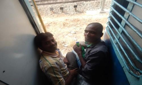 Zdjecie INDIE / Karnataka / Okolice Bangalore / W pociagu