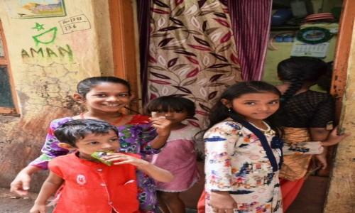 Zdjecie INDIE / Maharasztra / Dharavi slums / Dzieci se slumsów - Dharavi slums