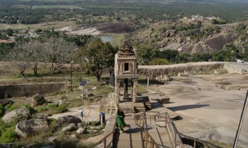 Zdjęcie INDIE / Karnataka / Shravanabelagola / Piękne miejsca wymagają poświęceń