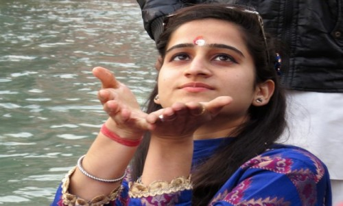 Zdjecie INDIE / Uttarakhand / Haridwar / W oczekiwaniu na ceremonię