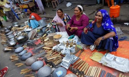 Zdjecie INDIE / Delhi / Delhi / wyroby  metalowe