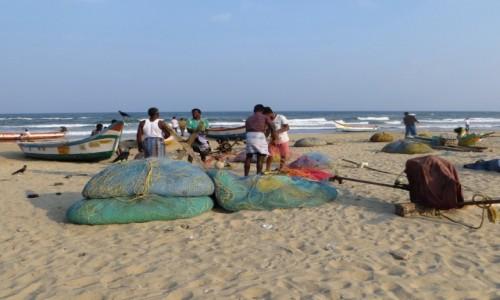 Zdjecie INDIE / Tamilnadu / Mamallapuram / rybacy w pracy