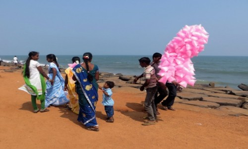 Zdjecie INDIE / Tamilnadu / Puducherry / w kolorze z watą cukrową