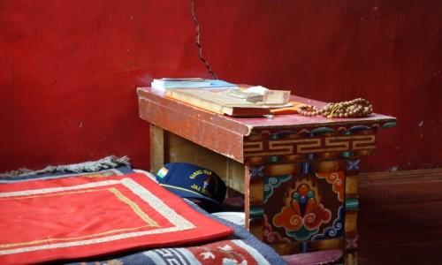Zdjecie INDIE / Lamajuru / Lamajuru / Modlitewny stolik