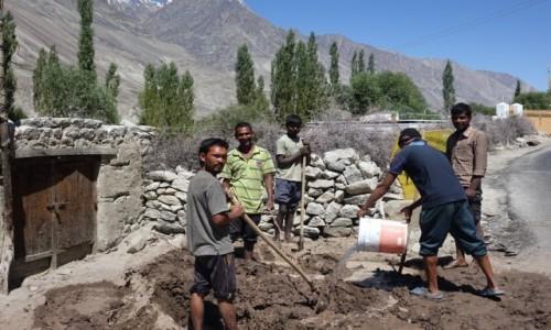 Zdjecie INDIE / Dolina  Nubry / Dolina  Nubry / Prace budowlane