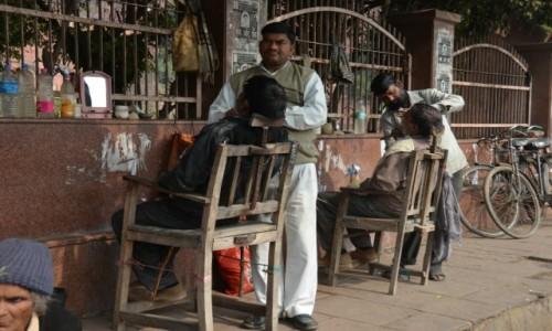 INDIE / - / Agra / Golibroda na ulicy