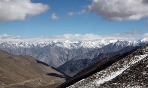 Zdjecie INDIE / Ladakh / Przełęcz Khardung La 5602 npm / Widok z przełęczy