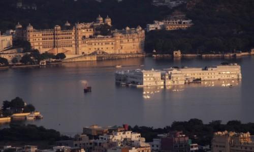 Zdjecie INDIE / Radzasthan / Udaipur / Indyjska Wenecja w świetle zachodu