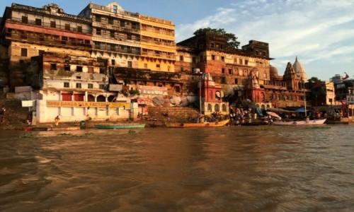 Zdjecie INDIE / Uttar Pradesh / Varanasi / Ghaty nad rzeką Ganges