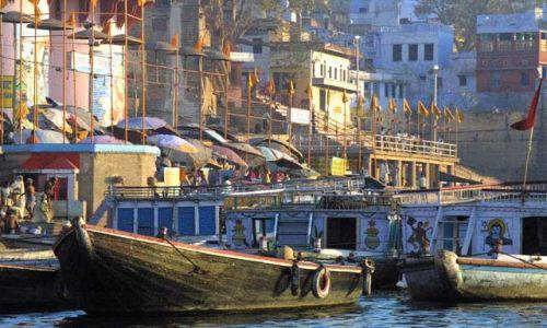 Zdjecie INDIE / Uttar Pradesh / Waranasi / Plyniemy po Gangesie