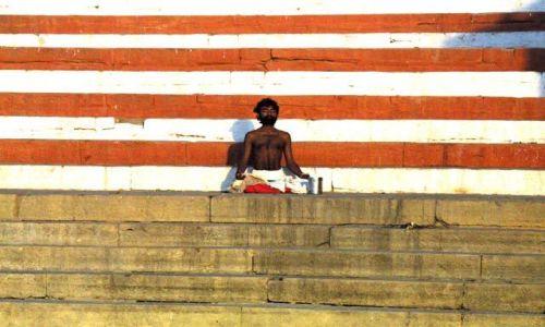 Zdjecie INDIE / Uttar Pradesh / Waranasi / Medytacja
