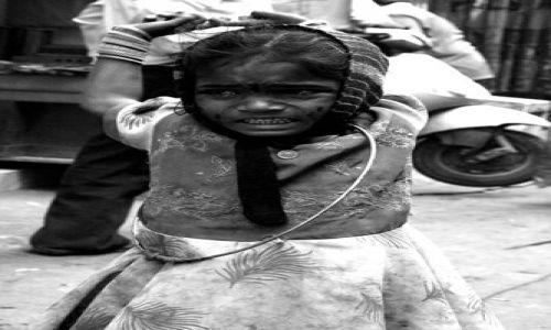 Zdjecie INDIE / brak / Delhi / bezdomna dziewczynka