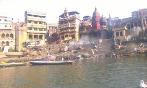 INDIE / Uttar Pradeś / Varanasi / Ghat Manikarnika w Varanasi