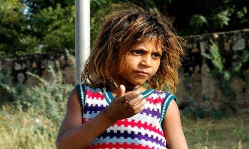 Zdjecie INDIE / brak / Rajastan / bezdomna dziewczynka z Rajastanu