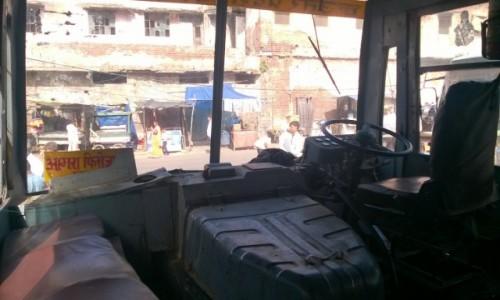 Zdjecie INDIE / Uttar Pradeś / Fatehpur Sikri / W kabinie indyjskiego autobusu