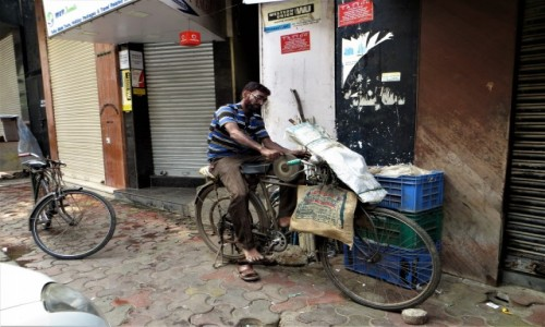 Zdjęcie INDIE / Maharasztra / Mumbaj / Ostrzenie noży