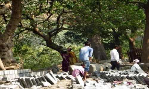 Zdjecie INDIE / Maharasztra / Wyspa Elefanta / Praca przy grotach.