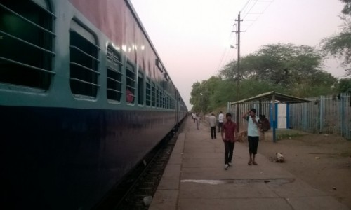 Zdjecie INDIE / Madhya Pradeś / W drodze do Khajuraho / Połówka pociągu, czyli jak znaleźć właściwy wagon :)