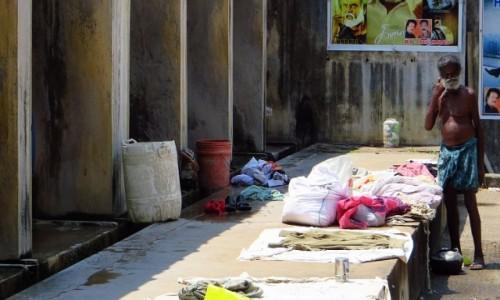 Zdjęcie INDIE / Kerala / Cochin / pralnia miejska - pracz