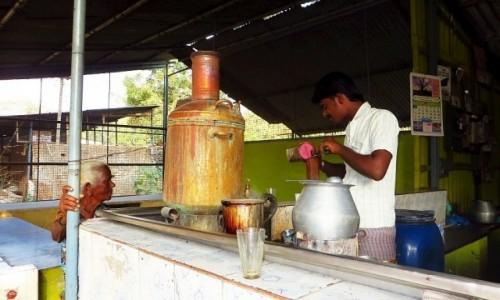 Zdjęcie INDIE / Kerala / gdzieś na tasie / przydrożny bar