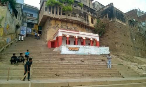 Zdjecie INDIE / Uttar Pradeś / Varanasi / Na ghatach da się też grać w krykieta :)