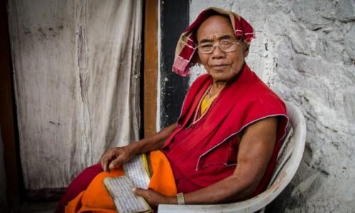 Zdjecie INDIE / Ladakh / Diskit Monastery / mnich...