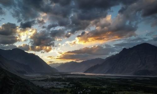 INDIE / Ladakh / Dolina Nubry - Diskit / światło i... cisza